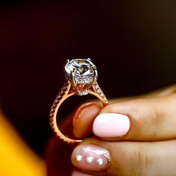 How Can You Get An Engagement Ring with Affordable Price