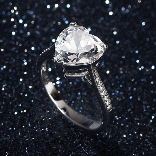 Should You Supposed to Wear Your Engagement Ring All The Time?
