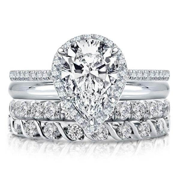 HOW TO WEAR THE ENGAGEMENT RING AND WEDDING RING?