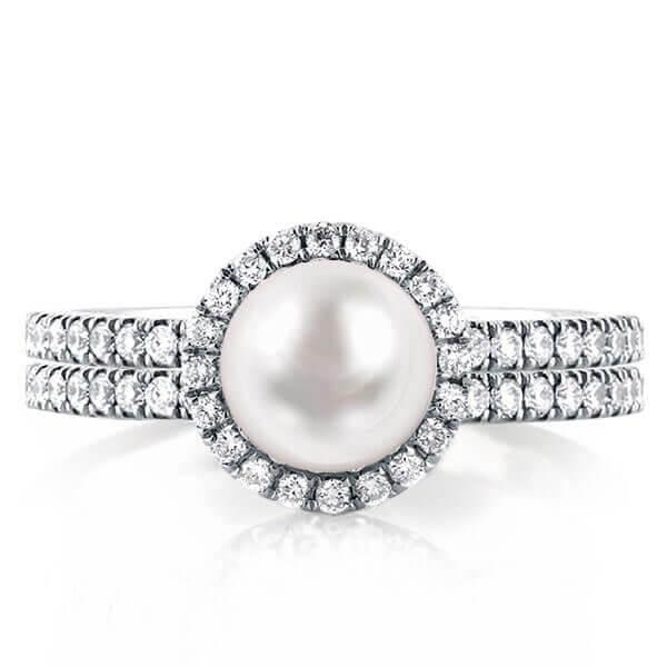 PEARL ENGAGEMENT RING: MORE THAN JUST A TREND